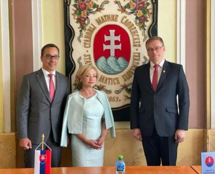 Zľava poslanci NR SR Erik Tomáš, s Ľubicou Laššákovou a predseda MS Marián Gešper
