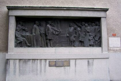 Reliéf pripomínajúci prijatie historického Memoranda národa slovenského z roku 1861