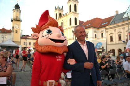 Ján Nosko s maskotom Permoníkom