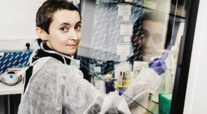 Soňa Peková v laboratóriu