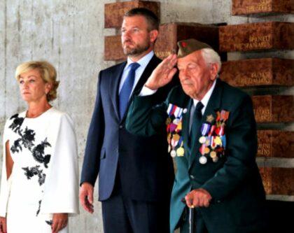Zľava Ľubica Laššáková, Peter Pellegrini a Vladimír Strmeň