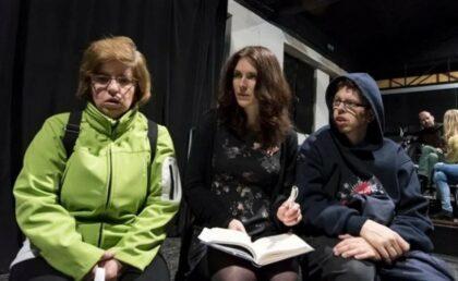 Monika Kováčová (v strede) s hercami