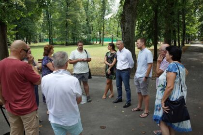 Ján Nosko s odporcami projektu revitalizácie mestského parku